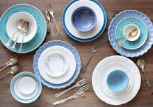 Geschirr In Weiss Und Blau