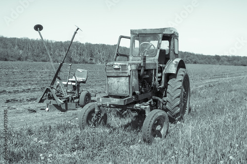 Fototapety, obrazy: Old tractor sitting in a field