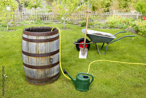 Wasserfass Im Garten Gartenarbeit Buy This Stock Photo And