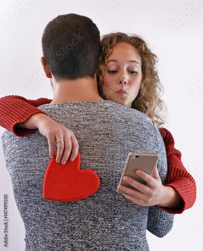 Fotografering El abrazo de la traicionfalso amor.
