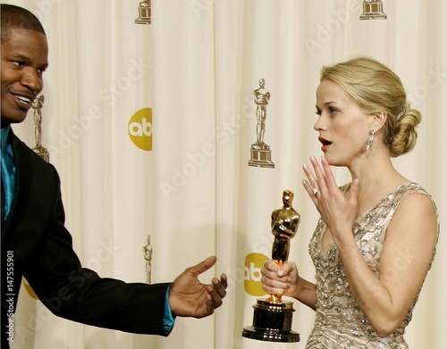 Jamie Foxx L Gestures To Best Actress Winner Reese Witherspoon At The 78th Annual