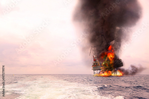 Fotomural  Offshore oil and rig construction damaged because worst case or fire case which can't control situation