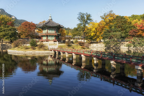 Foto op Canvas Seoel hyangwonjeong pavilion taken during autumn season. during fall foliage. In Gyeongbokgung palace in seoul, south korea