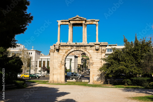 Photo  Hadrian's gate, Athens historical center, Greece.