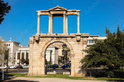 Photo  Hadrian's gate, Athens historical center, Greece.