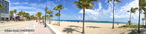 Fotografie, Obraz  FORT LAUDERDALE, FL - FEBRUARY 2016: Fort Lauderdale promenade with tourists