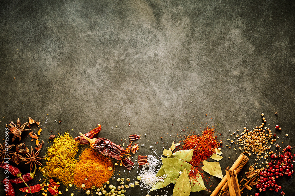 Fototapety, obrazy: Border of assorted aromatic and pungent spices