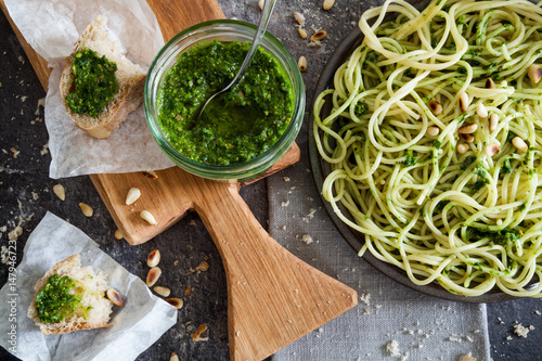 Obraz na płótnie WIld garlic pesto sauce with pasta and bread