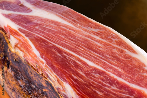 Foto  Cured Spanish Iberian Bellota pork ham.