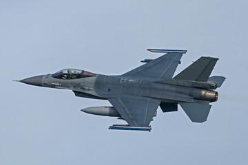 Fototapeta Militaria F16 beim Start