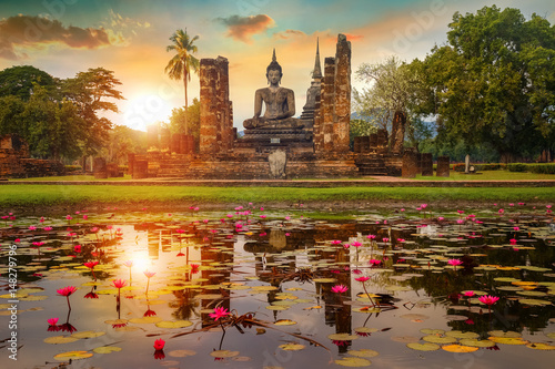 Staande foto Temple Wat Mahathat Temple in the precinct of Sukhothai Historical Park, a UNESCO World Heritage Site in Thailand