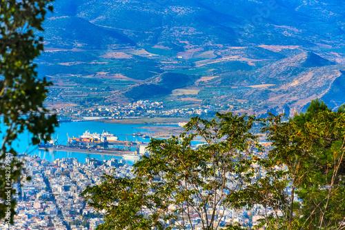 Foto auf Gartenposter Stadt am Wasser Volos city and gulf aerial view from Pelion mount, Greece
