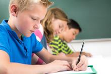 Schüler Schreiben Eine Klassenarbeit