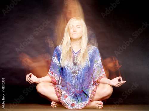 Beautiful girl meditating Canvas-taulu
