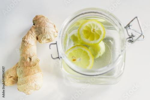 Poster de jardin Bar ginger root with a lemon drink