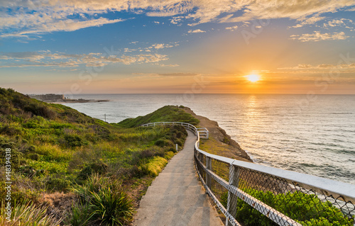 Photo Seaside path at sunrise in Newcastle, Australia