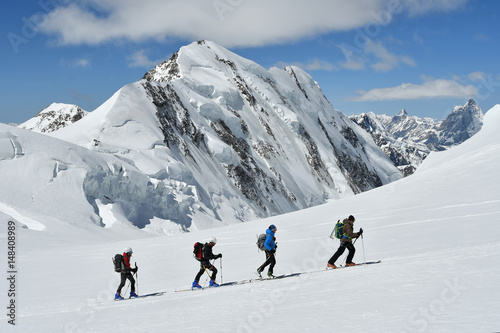 Photo Stands Mountaineering Sci alpinisti sul Monte Rosa (verso Capanna Margherita)