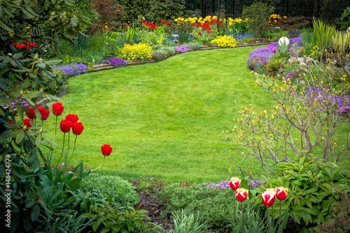 Papiers peints Jardin Blick in den Frühlingsgarten