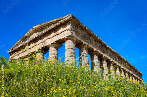 Valokuva  The ancient elimic temple at Segesta, Sicily