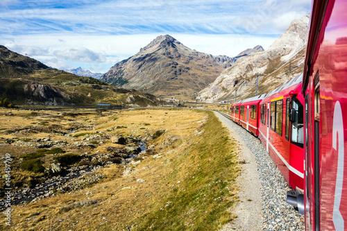 Obrazy na płótnie Canvas Bernina Express Eisenbahn, Lago Bianco, Graubünden, Schweiz