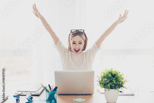 Valokuvatapetti Happy excited successful businesswoman triumphing with laptop