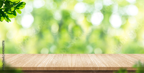 Fotografía  Empty wood plank table top with blur park green nature background bokeh light,Mo