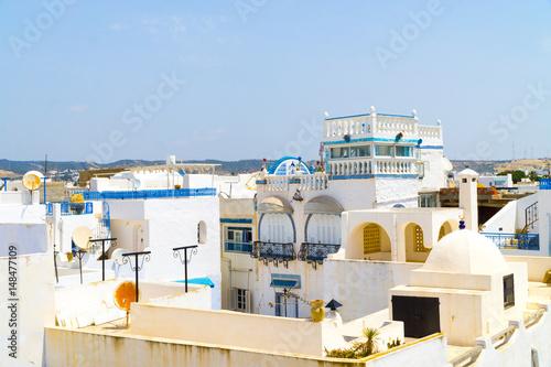 Poster Tunesië Über den Dächern der Medina von Hammamet in Tunesien im Sommer