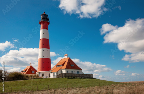 Montage in der Fensternische Leuchtturm View of famous Westerhever lighthouse at North Sea coast, Germany