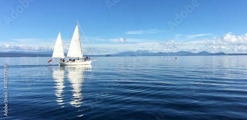 Fotobehang Nieuw Zeeland Yacht sail boats sailing over Lake Taupo New Zealand