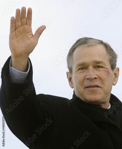 BUSH WAVES FROM AIR FORCE ONE WITH BRUISE AND SCRAPE ON FACE