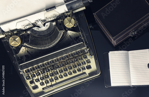 Fototapety, obrazy: Retro typewriter with conceptual image for creative block