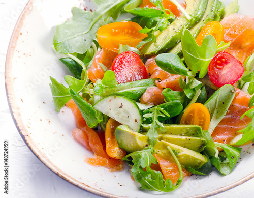 Poster de jardin Vache Salmon salad with cherry tomatoes, arugula, spinach and avocado.