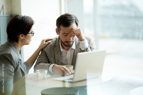 Fotografia  Businesswoman comforting frustrated or tired co-worker