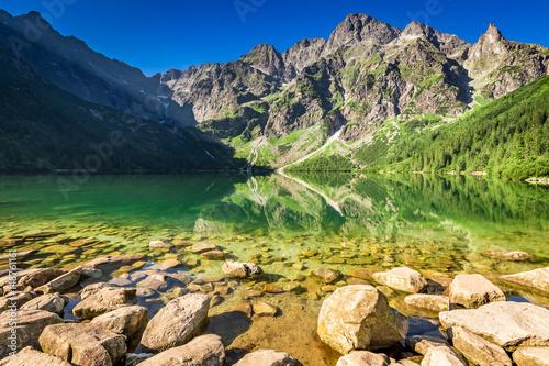 Zdjęcie XXL Cudowny jezioro w górach przy wschodem słońca, Polska, Europa