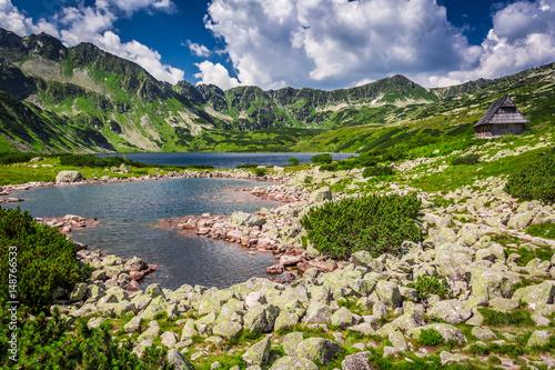 Plakat Krystalicznie czyste jezioro w górach, Polska, Europa