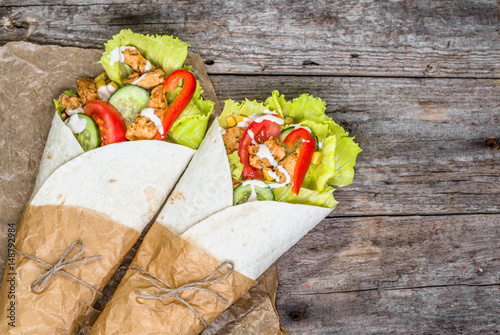 Cuadros en Lienzo Delicious tortilla wraps, burritos filled with grilled chicken and vegetables, m