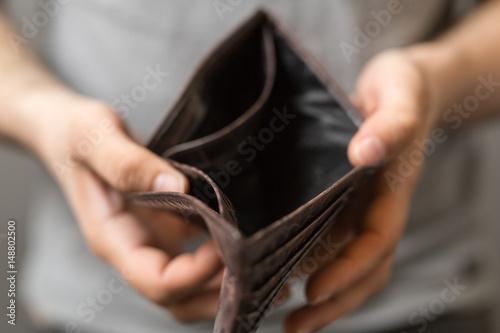 Fotomural  wallet broke