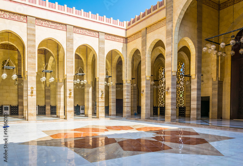 MANAMA, BAHRAIN, OCTOBER 23, 2016: Interior of the Al Fateh Grand Mosque in Manama, the capital of Bahrain Canvas-taulu