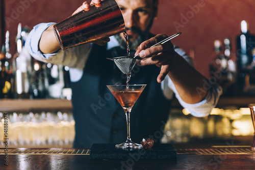 Fotografie, Obraz Barman is making cocktail at night club.