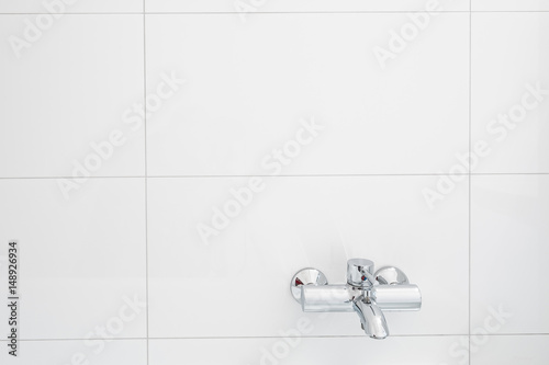 Photo water tap for bathtub on white tiled wall  - armatur