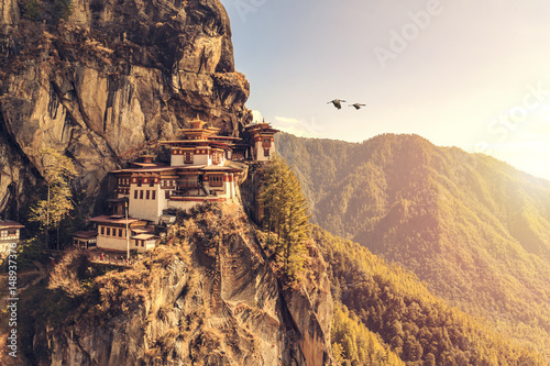 Canvas-taulu Tiger's nest Temple or Taktsang Palphug Monastery (Bhutan)
