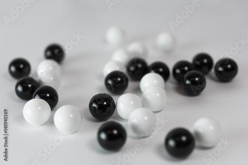 Plakat Kulki czarno białe - mieszane 3
