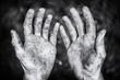 canvas print picture - Schmutzige bettelnde Hände