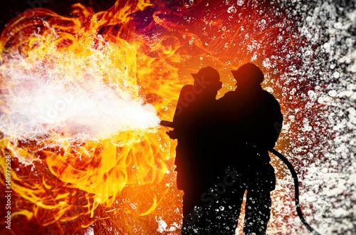 Zdjęcie XXL Strażacy walczący z ogniem