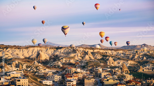 Poster Montgolfière / Dirigeable Hot air balloons flying over Cappadocia on sunrise