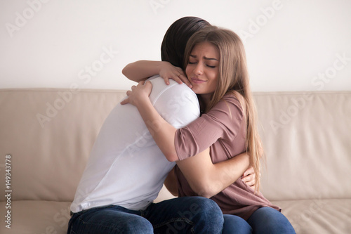 Fotografía  Portrait of emotional young couple hugging each other tightly, boyfriend and gir