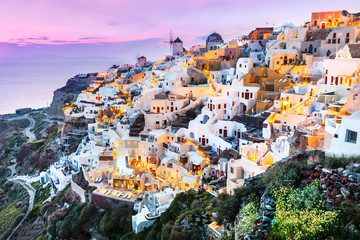 Fototapeta Słynne budowle i znane miejsca Classical view from sunset point over Oia village white and blue architecture, Santorini island, Greece. Incredible evening scenery.