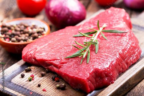 Staande foto Vlees fresh meat with rosemary