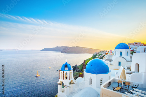 Foto auf Gartenposter Santorini Classical view from sunset point at Oia village white and blue architecture, Santorini island, Greece. Incredible evening scenery.