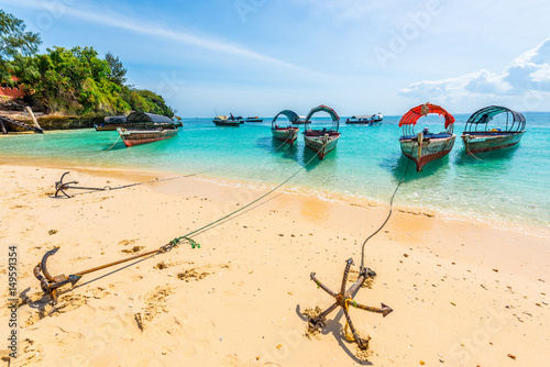 Foto  beautiful seascape with anchores from boats on African island